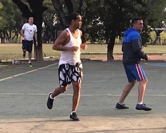 Ronaldinho ya ci kwallaye 5 a gidan yarin da ake tsare dashi a kasar Paraguay: Messi ya karyata cewa zai taimaka masa