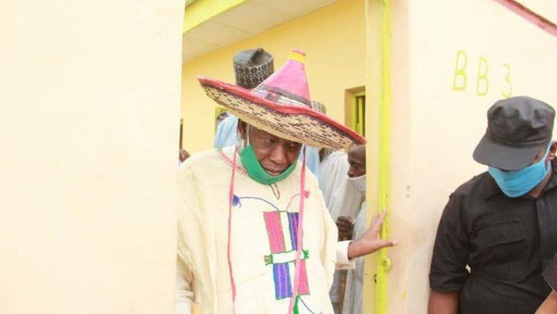 Gwamna Ganduje Ya Rabawa Fulani Makiyaya Gidaje Kyauta